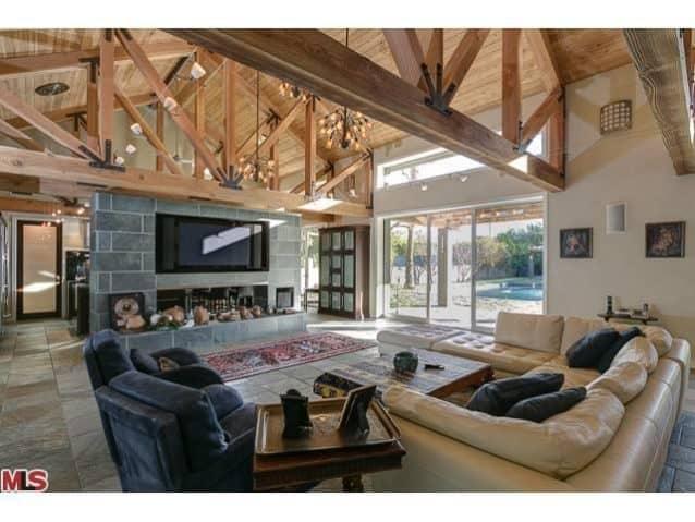 10444-camarillo-street-toluca-lake-living-room