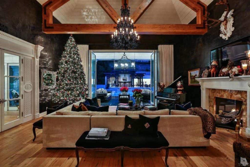 wayne-gretzky-house-living-room