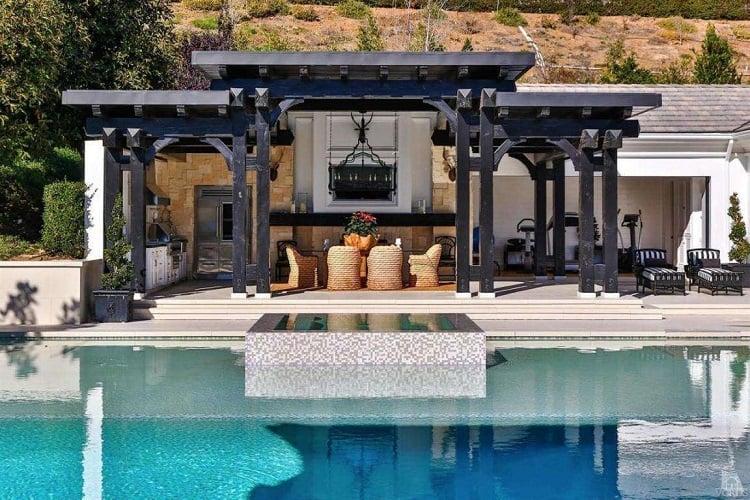 wayne-gretzky-house-outdoor-terrace