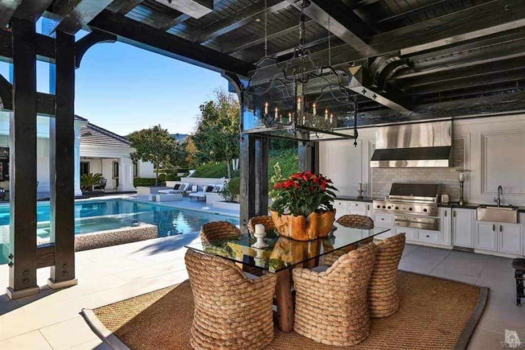 wayne-gretzky-house-pool-house