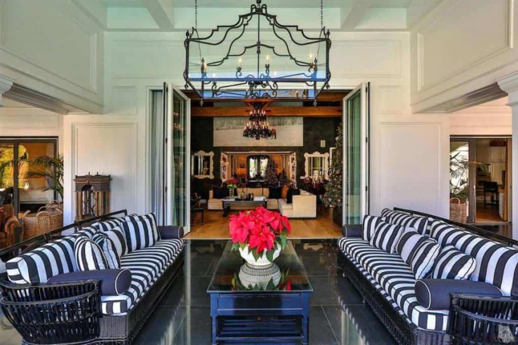 wayne-gretzky-house-second-living-room