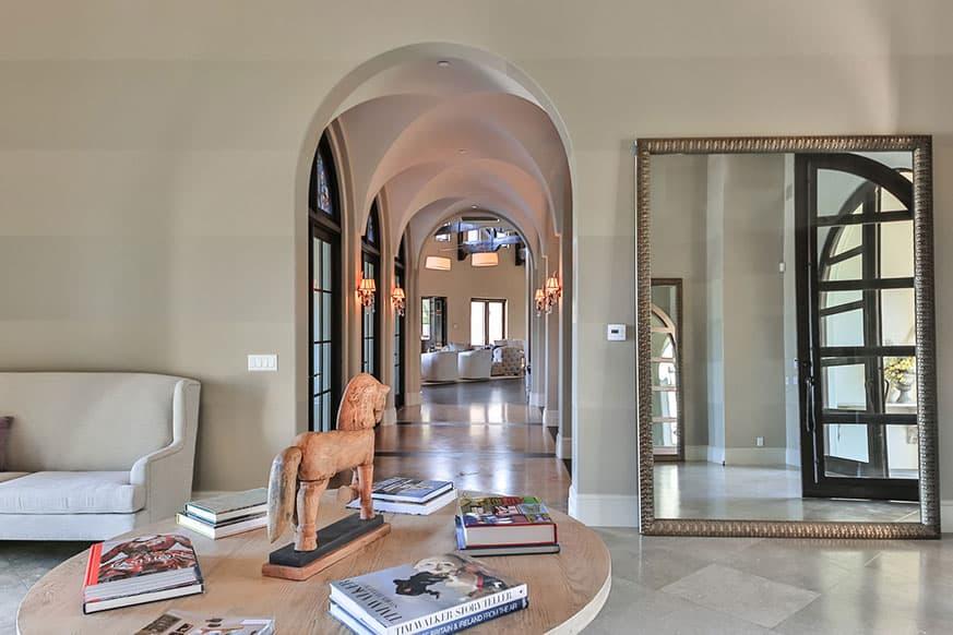 hallway-britney-spears-house
