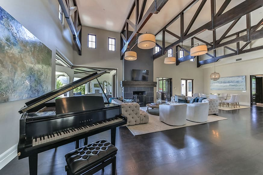 living-room-piano-britney-spears-house