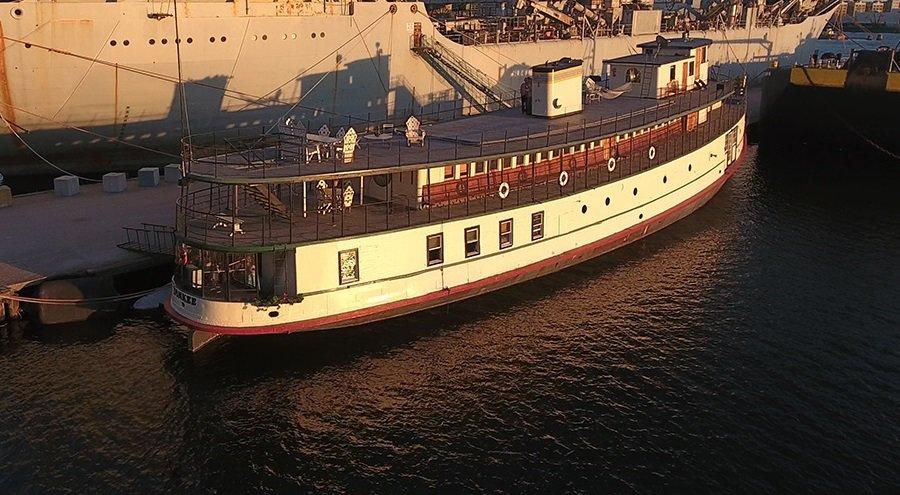 Ellis-Island-Ferry-ship-home