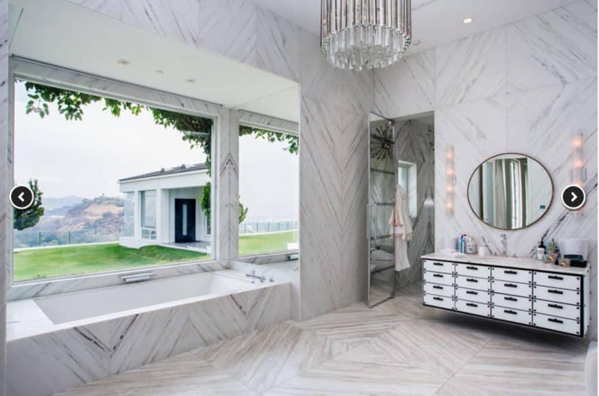 gwen-stefani-house-bathroom