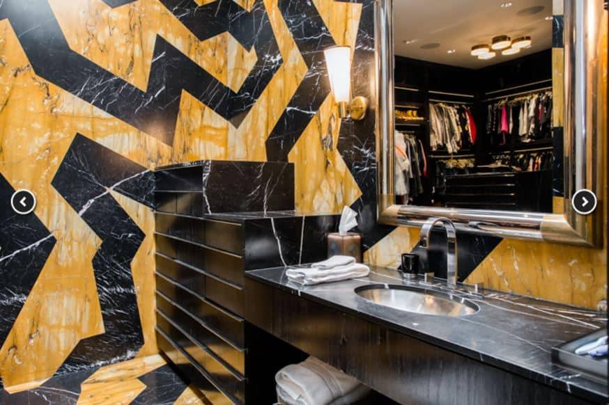 gwen-stefani-house-black-gold-bathroom