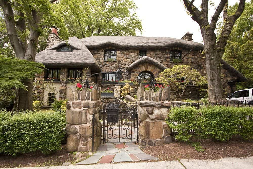 real-gingerbread-house-new-york
