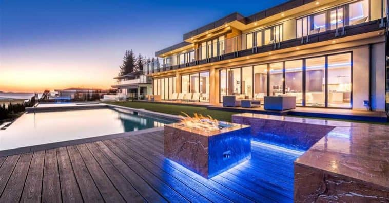 This Lavish Home in West Vancouver Was Custom Built to Relax and Entertain