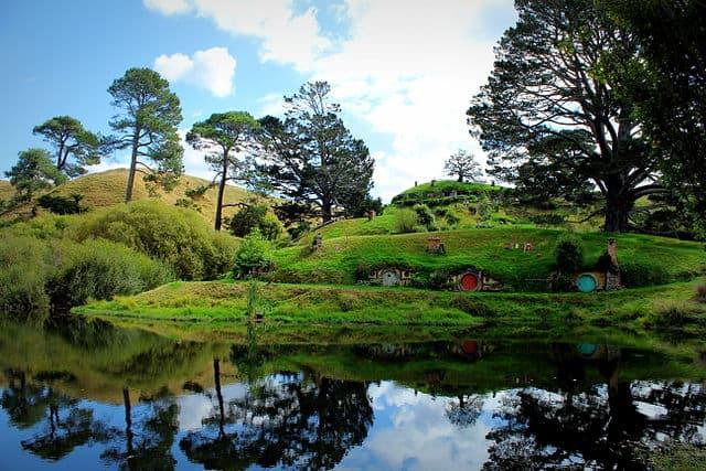 hobbiton-new-zealand-home-to-hobbit-houses