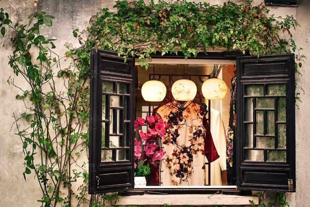 fun-window-decor