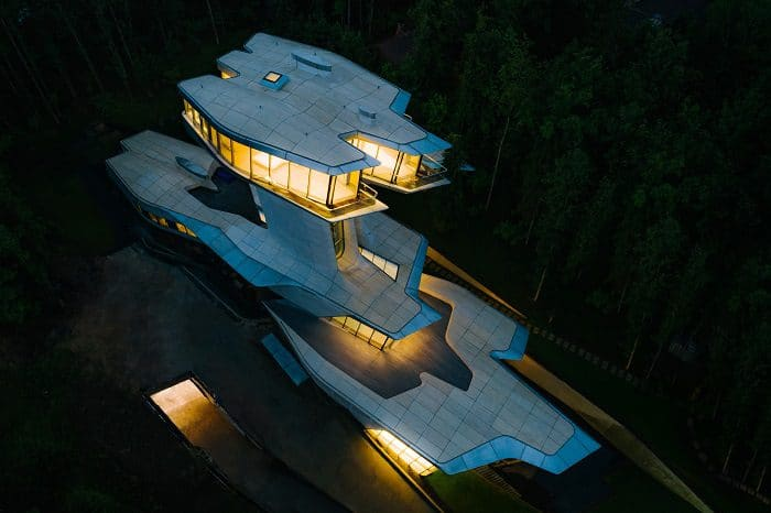 "The House that Zaha Hadid Built: The Story of the Only Residence Ever Designed by ""The Queen of the Curve"""