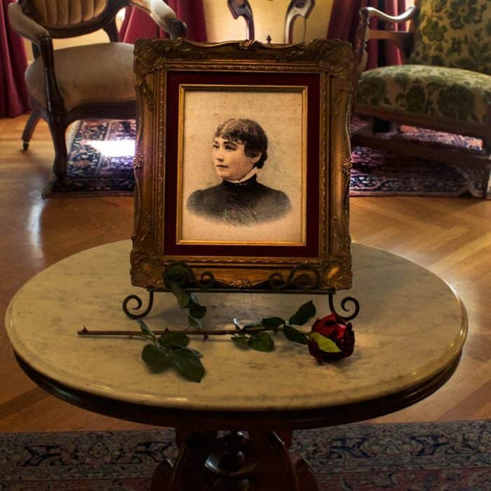 sarah-winchester-photo-inside-the-house