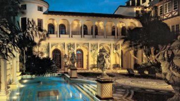 versace-mansion-entrance