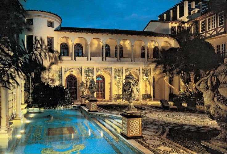versace-mansion-entrance