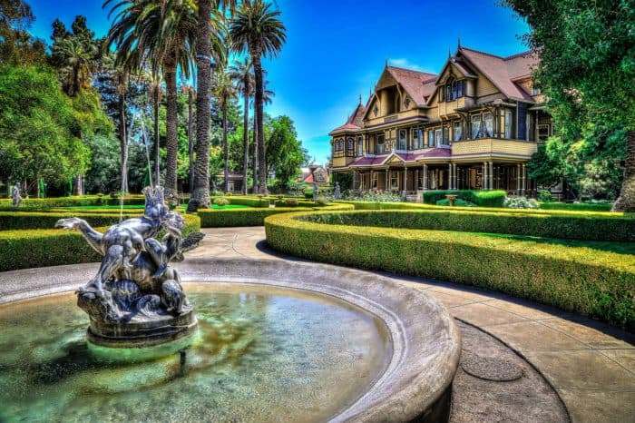 winchester-house-entrance