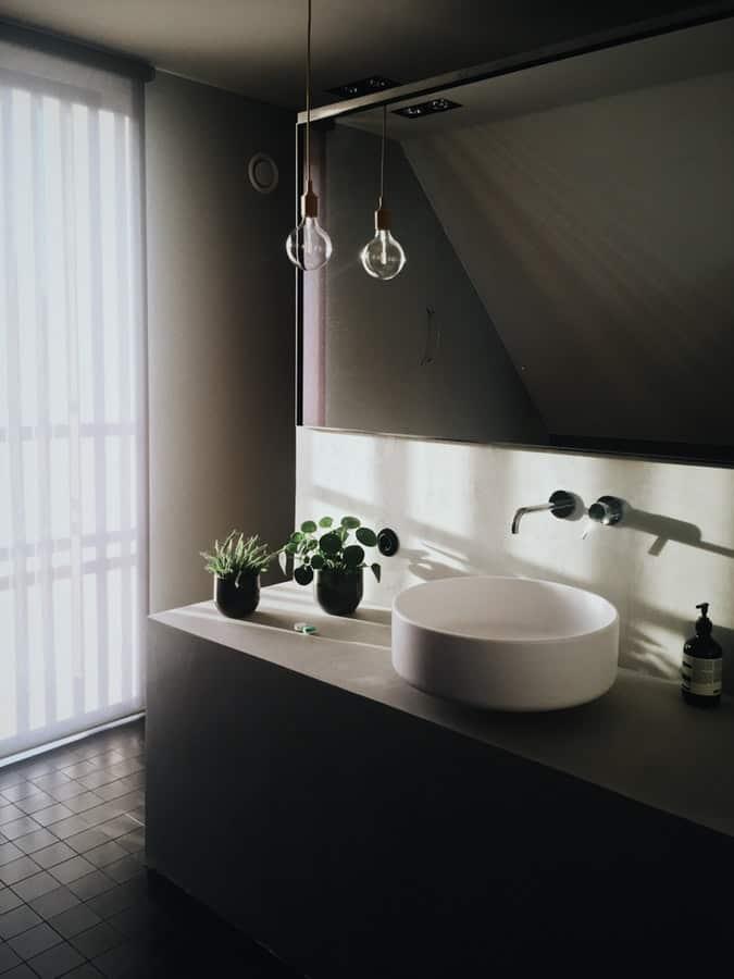 bathroom-design-clean-and-organized