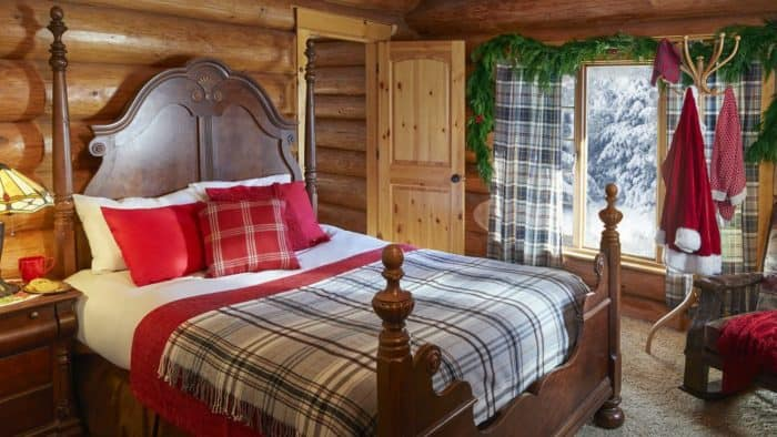 santa-claus-house-north-pole-bedroom