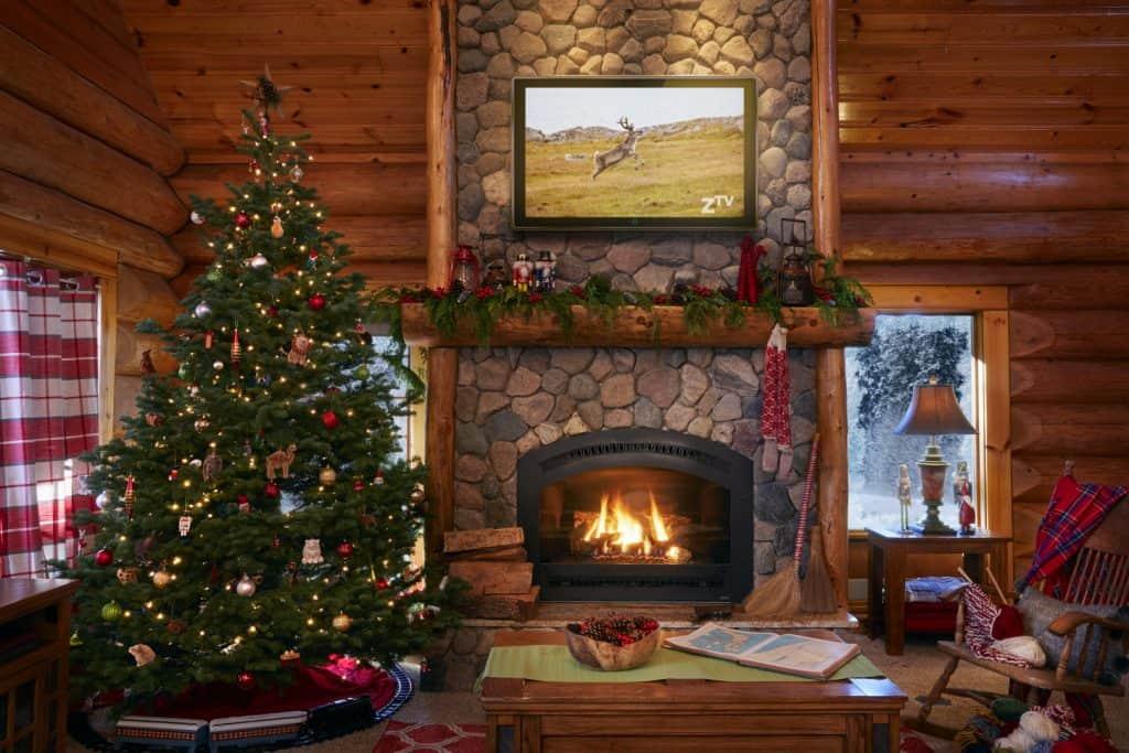 santa-claus-house-north-pole-interiors