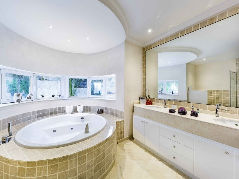 alexander-mcqueen-home-mallorca-bathroom