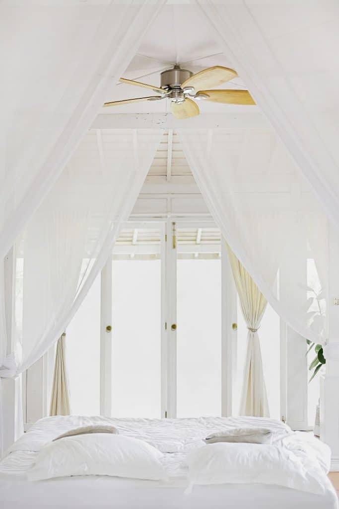 dreamy-white-bedroom