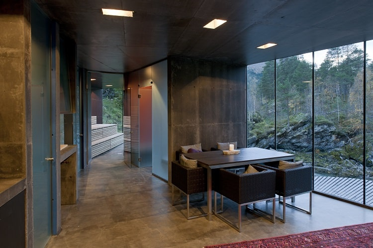inside-the-ex-machina-house-in-the-movie
