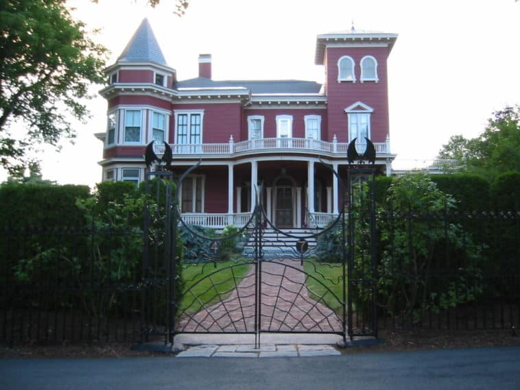 stephen king house real life bangor maine