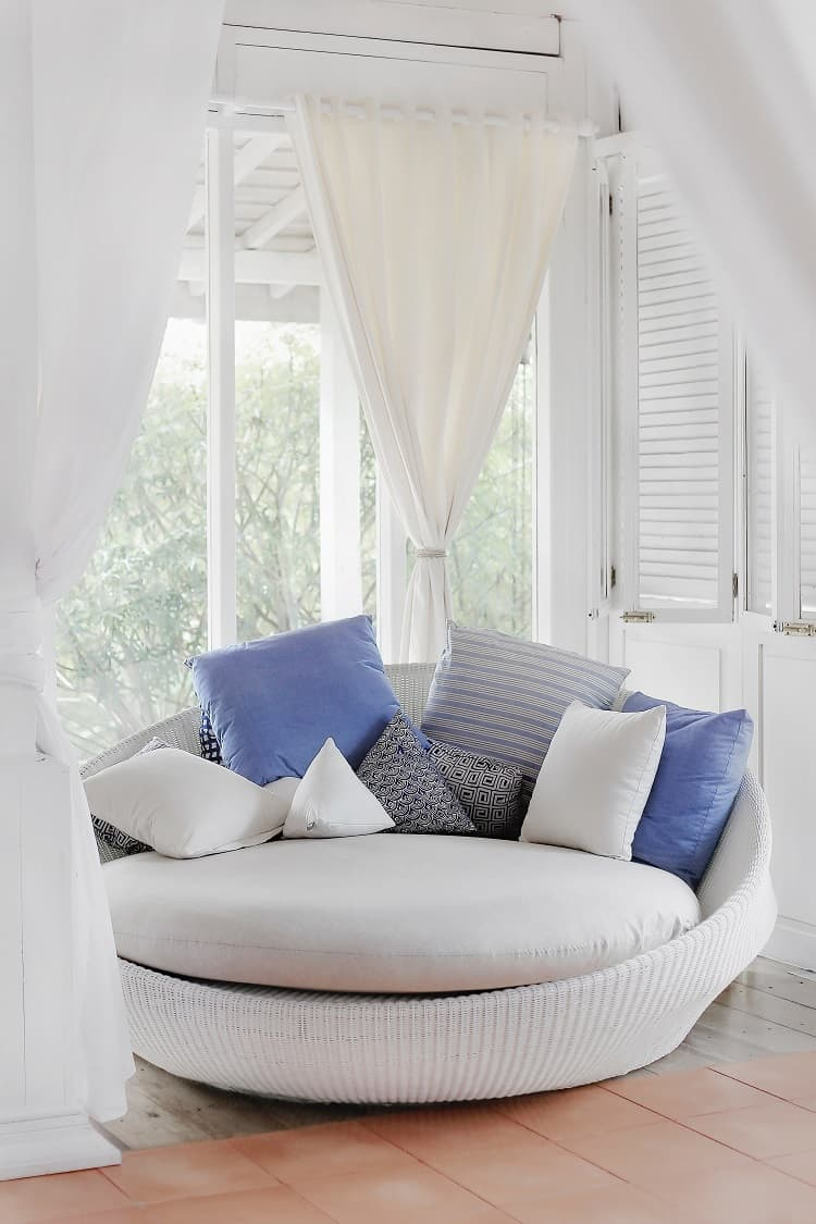 small apartment decor white curtains