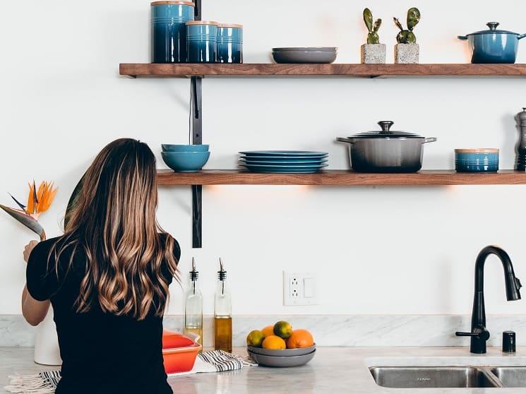 arranging shelf kitchen