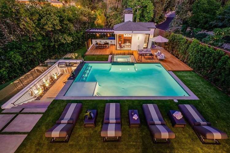 luxury home at 4746 Louise Avenue, Los Angeles CA