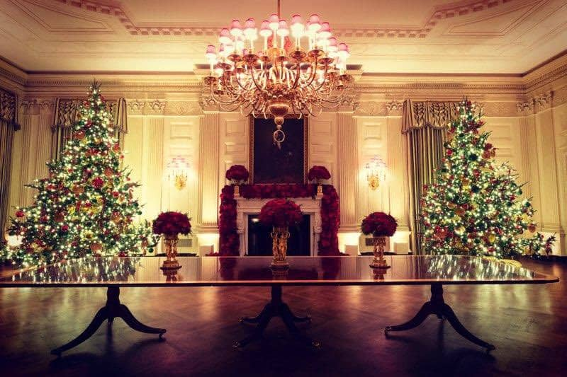 the white house decorated for christmas 2019