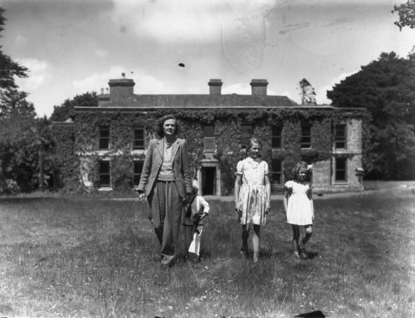Daphne du Maurier and her children at Menabilly