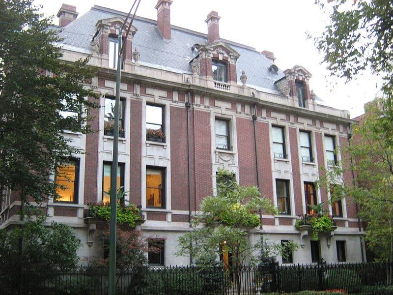 original playboy mansion in chicago