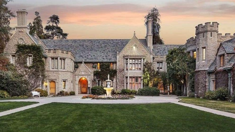 The Playboy Mansion The Full Story Of Hugh Hefner S Party Palace