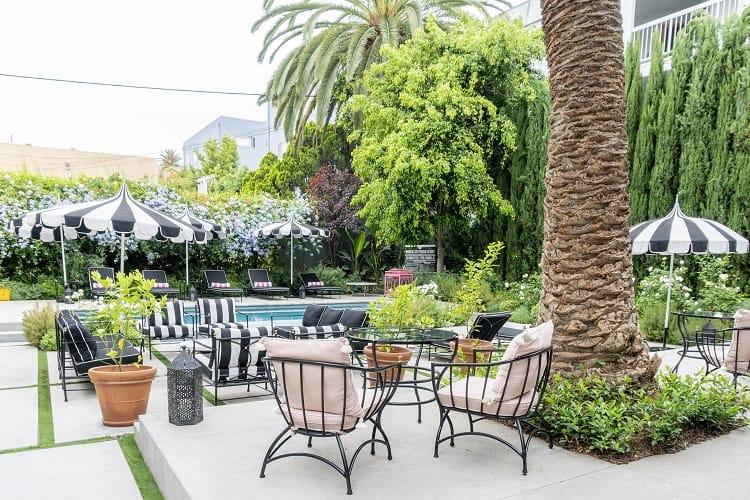 Common areas at Villa Carlotta in Los Angeles, CA