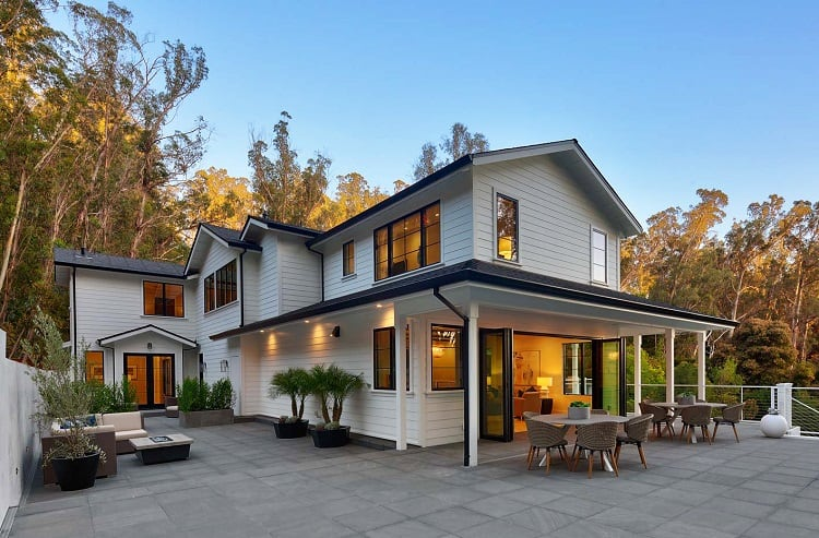 Modern farmhouse in San Rafael, CA
