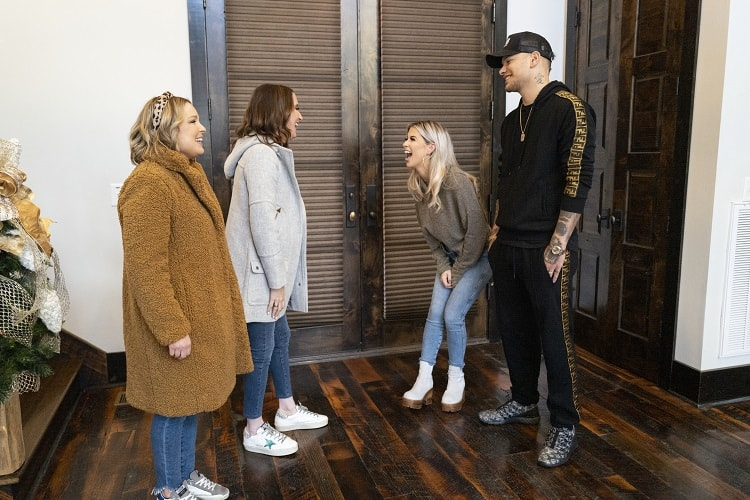 The Home Edit team arrives at Katelyn and Kane Brown's house.