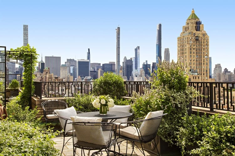 perfect manhattan views from luxury apartment