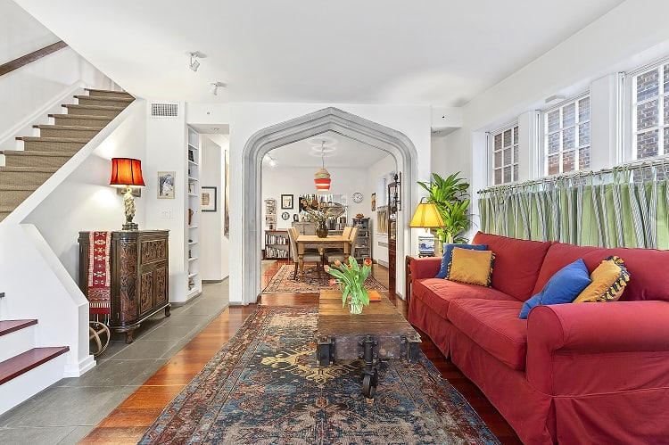 beautiful-arched-living-room-in-pre-war-Brooklyn-townhouse