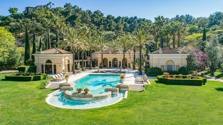 pool of villa firenze in beverly park