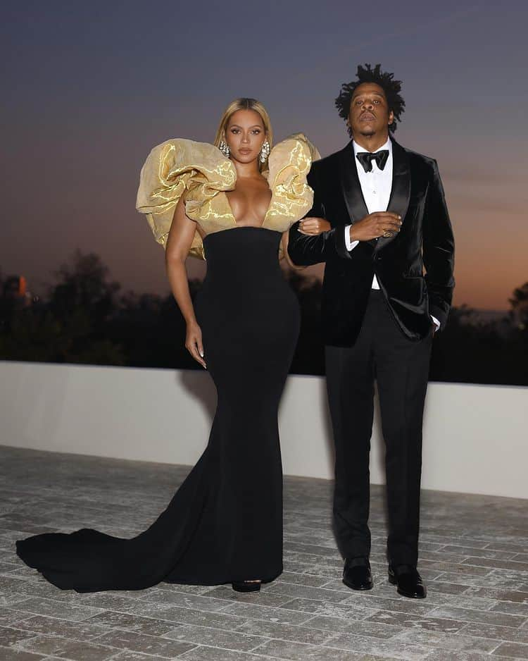Beyoncé and Jay-Z in elegant outfits, image shared by Beyoncé on her Instagram profile
