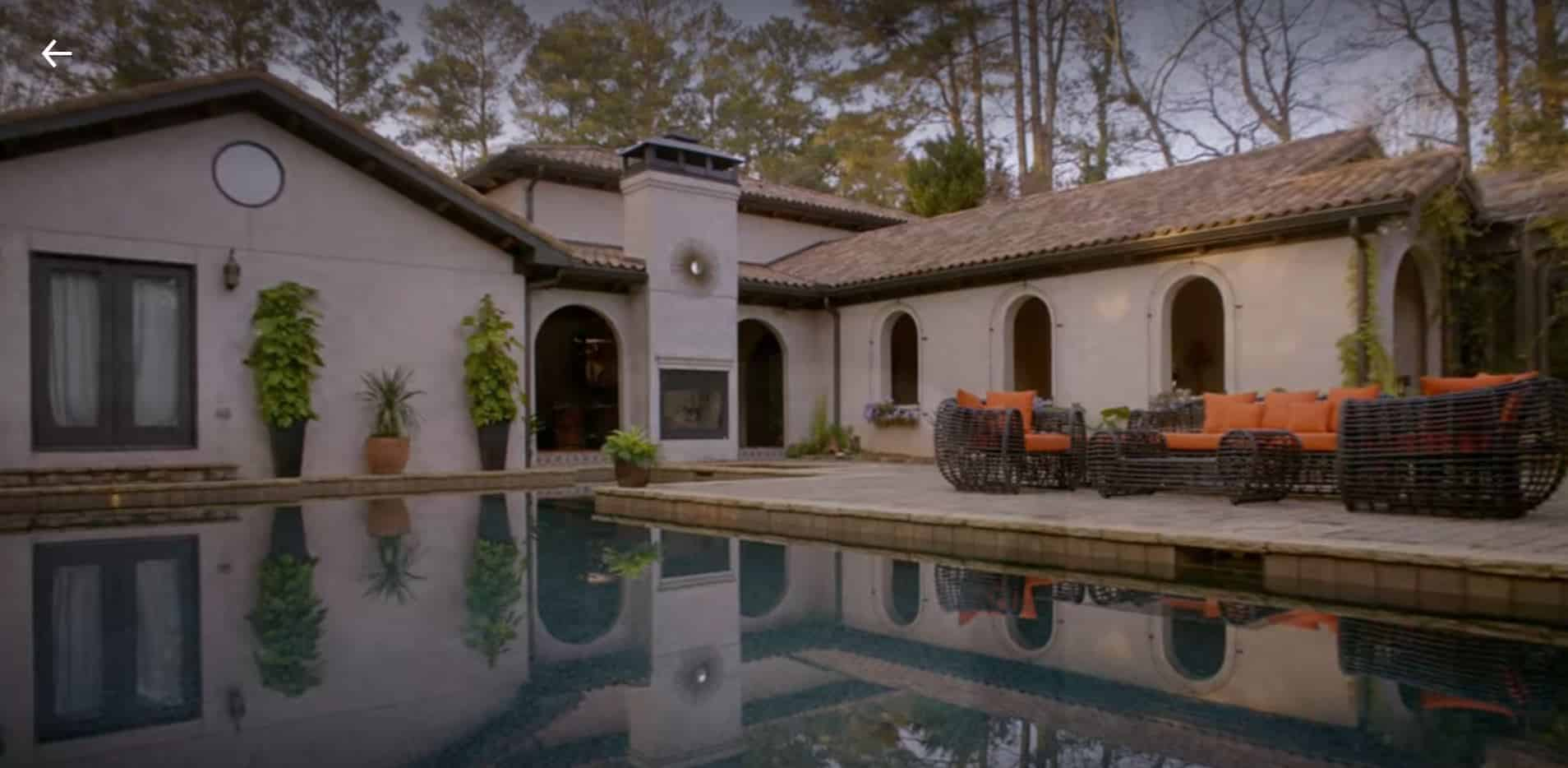 Daniel LaRusso's house and pool in Cobra Kai.