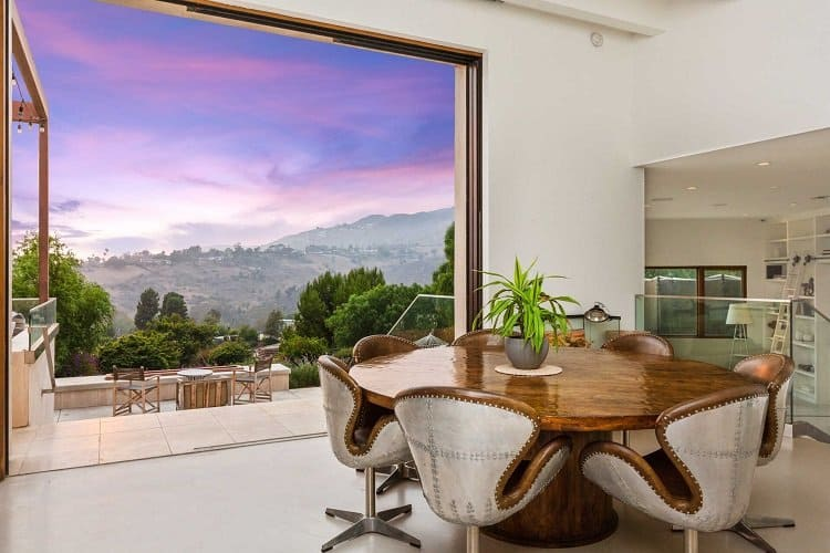 Dining room and picturesque views in the former house of the Hemsworth brothers in Malibu, CA