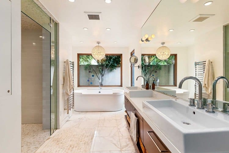 Bathroom Inside the former California home of the Hemsworth brothers.