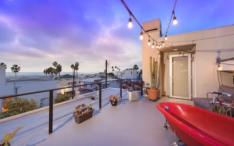 roof top deck with red soaking tub