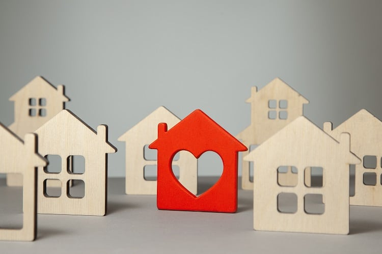 Search and selection of homes for purchase or rent. Many house models and one red with heart