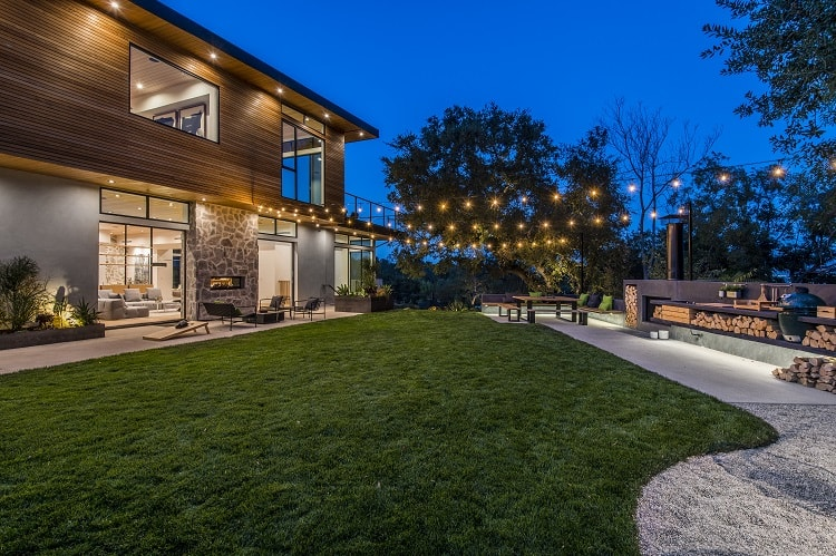 jesse tyler ferguson's side yard and barbecue area