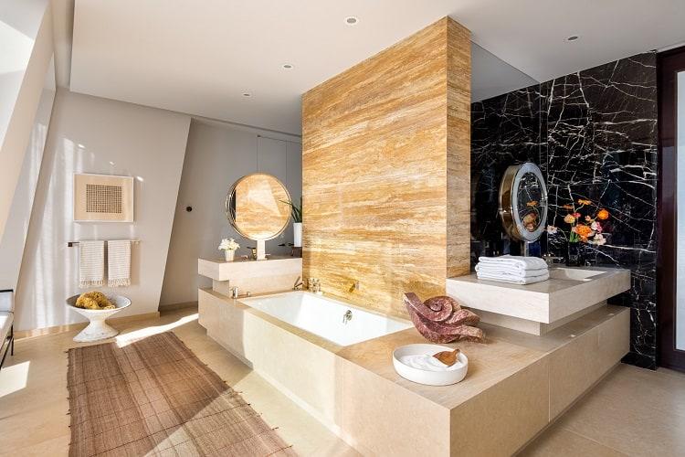 ultra-luxurious bath in manhattan skyscraper