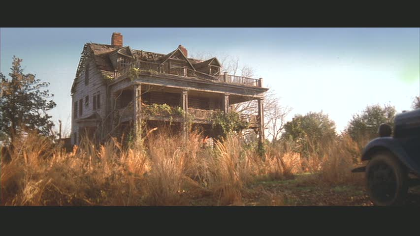 Before Noah works his magic and turns the Windsor Plantation house into Allie's dream home in The Notebook.
