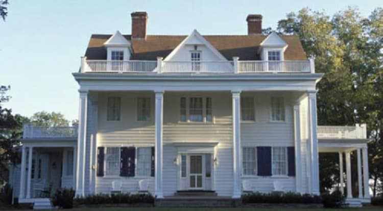 the exterior of the house from The Notebook movie
