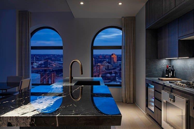 ultra-luxurious-kitchen-with-manhattan-views